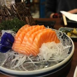 เนื้อปลาแซลมอนสดอร่อย ชิ้นใหญ่พอดีคำ
