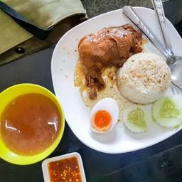 ข้าวไก่ตุ๋น ไข่ยางมะตูม