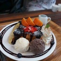 Darin's Day Cafe