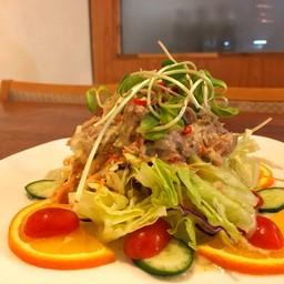 タイスタイルのスパイシーツナサラダ
