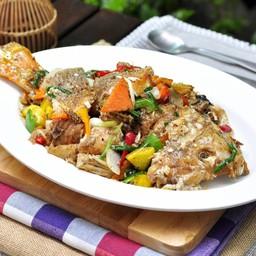 ปลาทับทิมผัดพริกไทยดำ
