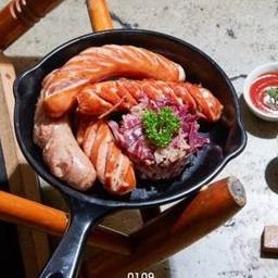 ไส้กรอกเยอรมันรวมมิตร เสิร์ฟกับผักกาดดอง