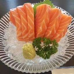 salmon ชิ้นใหญ่มาก ลายสวยมาก กัดเต็มคำละลายในปากเลย