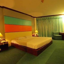โรงแรมโกลเด้นแกรนด์