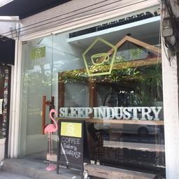 หน้าร้าน Sleep Industry Bed & Coffee