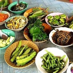 ผักต่างๆ ไว้กินกับขนมจีน