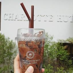 Charlotte Hut Coffee & Tea Bar แพร่
