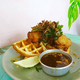 Maple Chicken & Cheddar Cheese Waffle