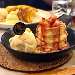 Strawberry Souffle Pancake