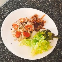 ข้าวผัดปลาเค็มมิกซ์เฮิร์บ