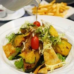 Grilled Pumpkin and Tofu Salad (200฿)