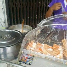 ขนมเบื้อง หน้าร้านสมบูรณ์ไทย
