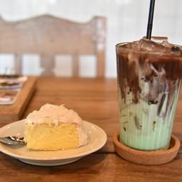 Three Cafe Uthaithanee