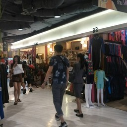 ส่วนใหญ่ขายเสื้อผ้าผู้หญิง
