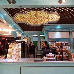 หน้าร้าน Dhara Dhevi Patisserie ห้าง Maya