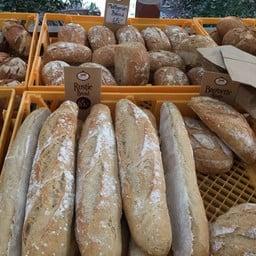 ตลาดนัดขนมปัง นานาจังเกิ้ล (บ้านสวนไผ่ล้อม)