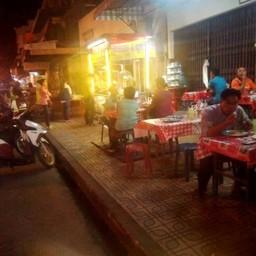 ผัดไทยสี่มุมเมือง (หลังโรงแรมแกรนด์)