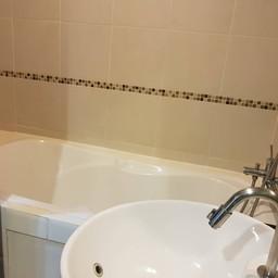 พร้อมอ่างอาบน้ำ แยกกับฝักบัว