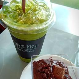 ชาเขียวเย็น + ช็อกโกแลตฟลัจ