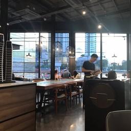 บรรยากาศ The Coffee Club River City