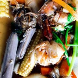 ดูความสยองของผัดผัก ไหลบัวนี่เห็นแล้วกินไม่ลง  ที่แย่คือมีหางปลาอยู่ในจาน คืออะไ