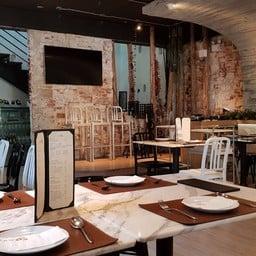 บรรยากาศ Flow Restaurant & Bar สามเสนใน