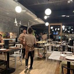 Flow Restaurant & Bar สามเสนใน
