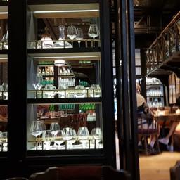 บรรยากาศ Water Library Brasserie เซ็นทรัล แอมบาสซี่
