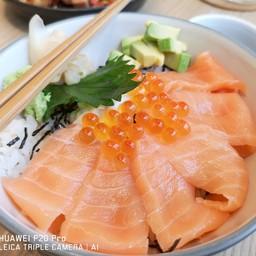 ข้าวหน้าปลาดิบซาชิมิ