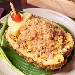 ข้าวผัดสับปะรดไก่และหมูหยอง