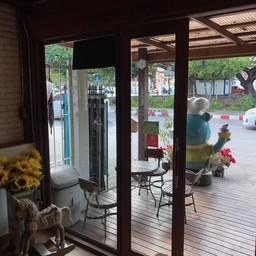 หน้าร้าน Bear Hug Cafe'