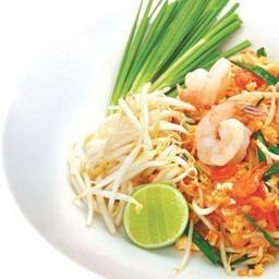 เส้นจันทน์ผัดไทยกุ้งสด