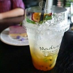 Madison Hotel & Caffe ท่าศาลา