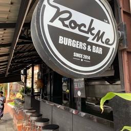 หน้าร้าน Rock Me Burgers & Bar