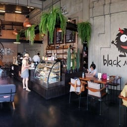 บรรยากาศ Black Monster Cafe' Hua-hin Huahin