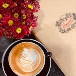 กาแฟสดชงด้วยเครื่องชงนำเข้าจากประเทศเนเธอร์แลนด์ รสชาติกลมกล่อม มีเอกลักษณ์เฉพาะ