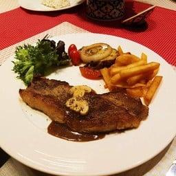 ทั้งครอบครัว Thai Cuisine&Steakhouse
