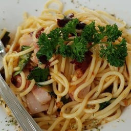 Spaghetti With Dried Chili And Crispy Bacon
