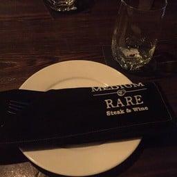 บรรยากาศ Medium Rare Steak & Wine