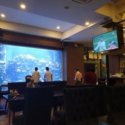 บรรยากาศ The Abyss wine bar cafe and restaurant