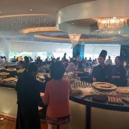 บรรยากาศ Lord Jims Restaurant โรงแรมโอเรียนเต็ล