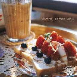 Berries Caramel Toast