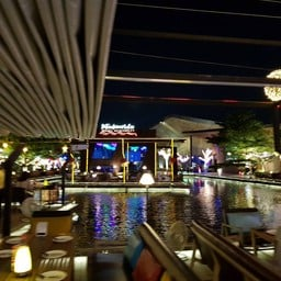 บรรยากาศ Waterside Karaoke Restaurant