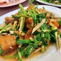 ข้าวต้มหัวปลา (เจ้าเก่าจากตลาดนางลิ้นจี่)