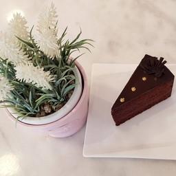 Ganache Chocolate Cake
