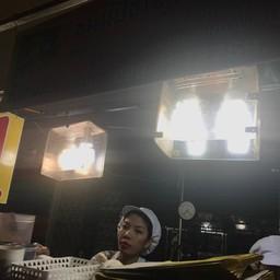 หน้าร้าน ขนมปังเจ้าอร่อยเด็ดเยาวราช