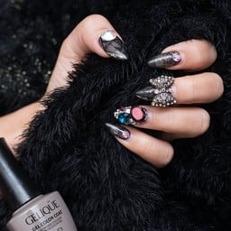 Butterfly Her Nails เดอะ สตรีท รัชดา
