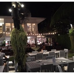 บรรยากาศ Living Room Bistro & Wine Bar