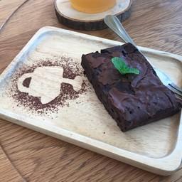 Homemade Brownie 75 B.: อร่อยดี ช็อคโกแลตเยิ้มๆ ด้านใน ผิวด้านนอกกรอบนิดๆ