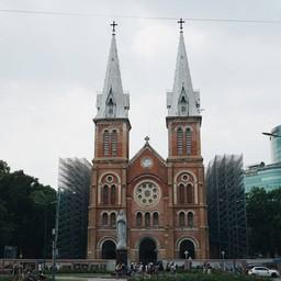 Notre-Dame Cathedral Basilica of Saigon กำลังก่อสร้างพอดี